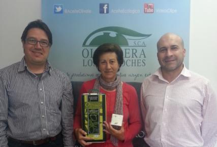 """Ángela Calero Rojas con su fotografía """"Ruta de Pedrique"""" Olivarera Los Pedroches Concurso Olipe premio Aceite Ecológico Olivalle"""